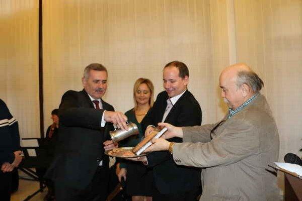 Unikátna publikácia. Krstnými otcami sú Viliam Zahorčák, Emil Ďurovčík, Ján Gašpar a Vladimír Lesník.