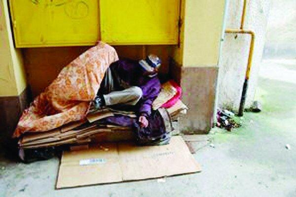 V Bratislave je podľa posledných odhadov neziskových organizácií zhruba 5000 ľudí bez domova. ILUSTRAČNÉ FOTO