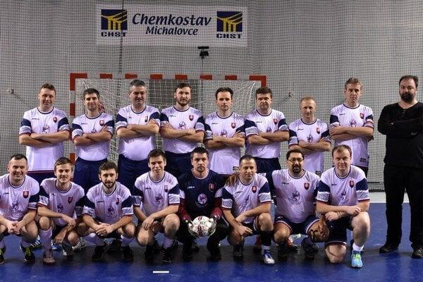 Slovenskí kňazi, ako ich nepoznáte. Rúcha vymenili za dresy abojovali na európskom šampionáte. Naši duchovní skončili na siedmom mieste.