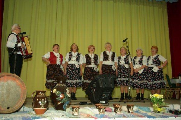 Folklórna skupina zo Sobraniec. So svojím programom vystúpili prvýkrát.