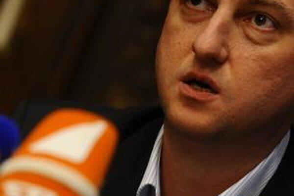 Minister Krajcer od STV chce dôvody, prečo má televízia dostať ďalšie peniaze.