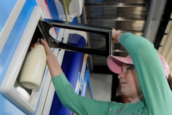 Mliečny automat. Ponúkne kvalitné mlieko od domáceho chovateľa.