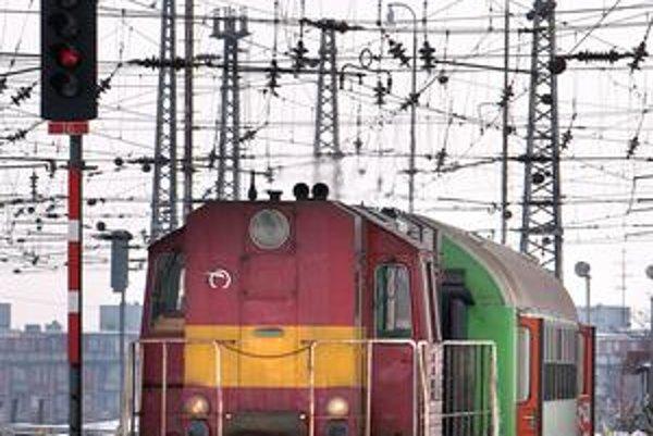 Železničná spoločnosť postupne vymieňa staré vlaky za rekonštruované.