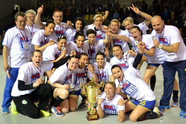 Najlepší tím spoločnej slovensko-českej súťaže hádzanárok za sezónu 2015/16. Michalovská Iuventa sa víťazom WHIL-ky stala zaslúžene, zaváhala iba vdvoch zápasoch.