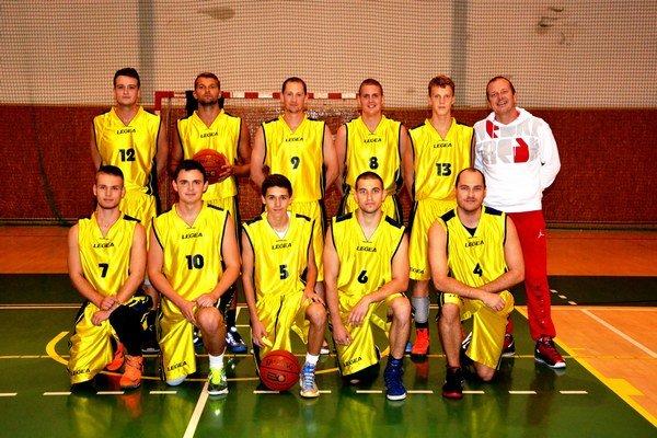 Basketbalisti 1. BKD Michalovce. Vo finále druhej ligy Východ nestačili na mužstvo Dastetu Krompachy.