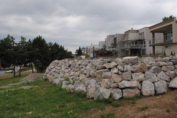 Stredisko Hôrka. Najviac privátnych stavieb, v ktorých sa býva celoročne, pribudlo v blízkosti pláží práve v tomto stredisku.