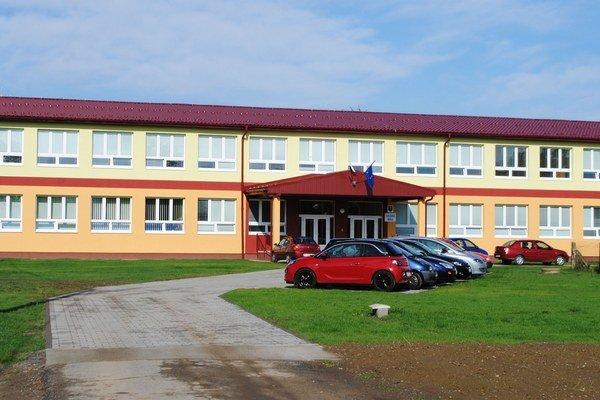 Nová škola. Náklady na jej výstavbu dosiahli vyše 1,3 milióna eur.