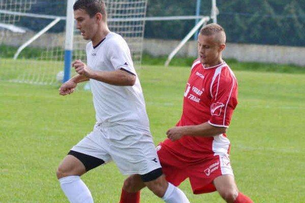 Uzavrel skóre stretnutia. Ján Hutaj (vľavo) strelil štvrtý gól Sobraniec.