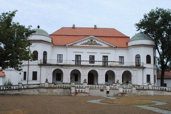 Múzeum od 1. novembra zatvorené. Zemplínske múzeum v Michalovciach je od 1. novembra 2014 až do konca októbra 2015 z dôvodu rekonštrukčných prác pre verejnosť uzatvorené.