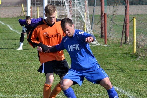 Jedna z opôr mužstva. Bol ňou aj Miloš Adam (v modrom).