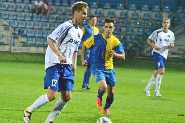 Veľké Revištia a B–mužstvo Michaloviec. TJ zimuje na deviatom mieste, MFK Zemplín na predposlednom pätnástom.