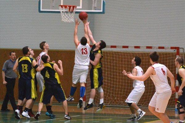 Basketbalisti 1. BKD vyhrali v Levoči a vedú tabuľku.