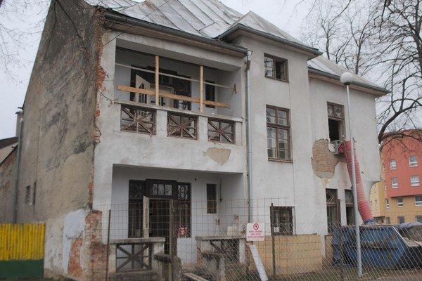 Russayova vila. Rekonštrukcia Národnej kultúrnej pamiatky potrvá do konca augusta 2015.