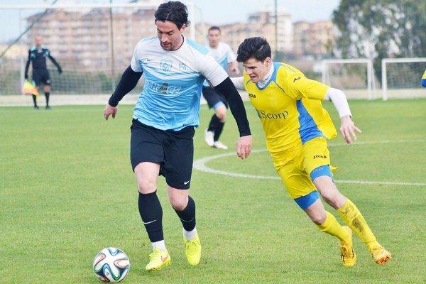 Poradili si iba s bulharskou Vereyou Stara Zagora. Zdolali ju tesne 2:1, jeden z dvoch gólov MFK Zemplín strelil Martin Regáli (vpravo).