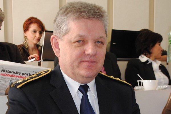 Náčelník MsP v Michalovciach. Podľa Dušana Šantu je za lepšími výsledkami prevencia a  efektívnejšia spolupráca mestských a štátnych policajtov.
