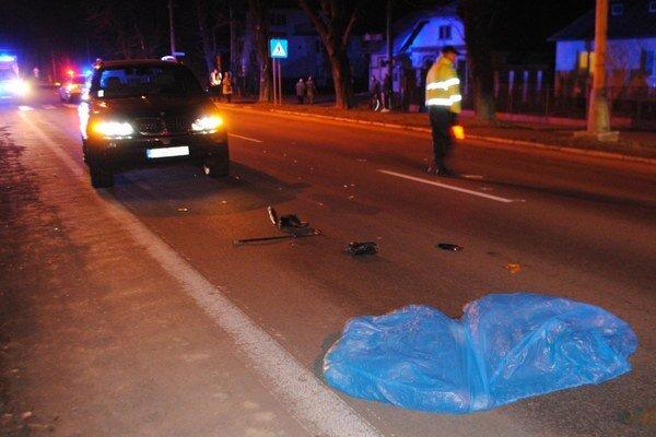 80-ročný Michal sa vracal domov z pravidelnej nočnej prechádzky. Na priechode pre chodcov do neho vrazilo auto. Dôchodca bol na mieste mŕtvy. F0TO: MIPO