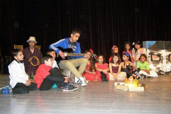 Zemplínska scénická jar. Na regionálnej prehliadke detskej dramatickej tvorivosti a ochotníckeho divadla sa predstavili talentované deti z okresov Michalovce a Sobrance.