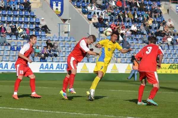 Gólová hlavička michalovského Marcosa Pereza. Španielsky legionár takto v druhom polčase upravoval proti Šali na 3:0.