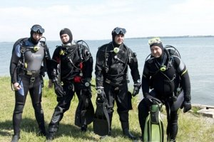 Potápači. Vlani vytiahli zo Šíravy 150 kíl odpadu.