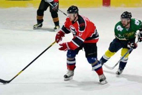 Skóroval vo finále. I. Boržik (vľavo) prispel k výhre Devils jedným gólom.