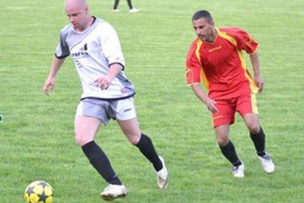 Hrali sa aj dva odvetné zápasy semifinále ObFZ Michalovce. Jeden z nich bol na programe v Budkovciach, kde Malčice remizovali 5:5 a postúpili do finále.