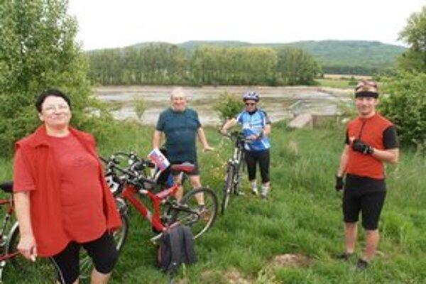 Michalovskí turisti. Krásy Zemplína spoznávali tentoraz na bicykli.
