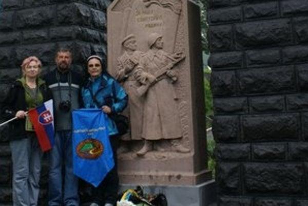 Turisti v Užhorode. Michalovskí turisti spoznávali históriu, ale aj prítomnosť ukrajinského mesta.