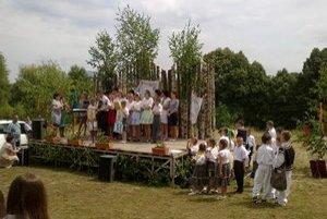 Oslavy. Slávnosť sa začala koncertom náboženských piesní v podaní Anky Servickej. V programe vystúpili žiaci ZŠ Podhoroď, FS Ubľanka aj Pajtaše zo Sniny.