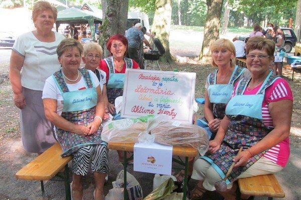 Pavlovce nad Uhom. V obci súťažili vo varení leča, vystavovali zeleninu a darovali aj krv.