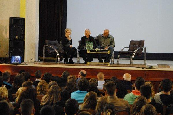 Prezentácia filmu. Steve Moskovic natočil o otcovom živote film, ktorý prezentovali v Sobranciach.