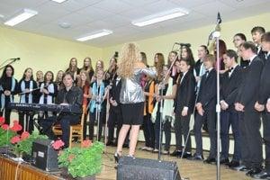 Oslavy v Koromli. Vystúpil aj medzinárodne uznávaný Detský spevácky zbor Magnólia. Jeho zakladateľkou, umeleckou vedúcou a doterajšou dirigentkou je Viera Džoganová, rodáčka z Koromle.