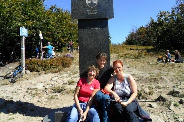 Turisti na Kremenci. Michalovčania spoznávali zákutia Národného parku (NP) Poloniny v Bukovských vrchoch.