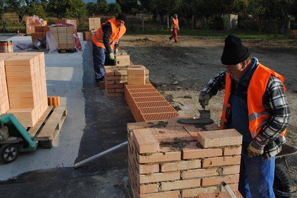 Obec Nacina Ves. Na výstavbu novej školy prispela vláda sumou 1,3 milióna eur.