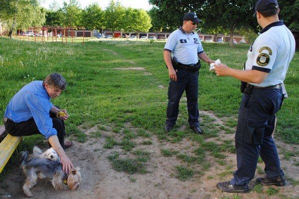 Výbehy pre psov. Mesto schválilo na sídliskách nové lokality, kde môžu majitelia venčiť svojich psíkov.