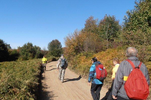 Michalovskí turisti majú za sebou nenáročnú túru ponad Kútočný potok.