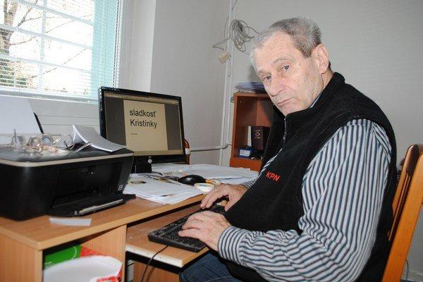 Jozef Kopčaj. 69-ročný básnik žije a tvorí v Zariadení pre seniorov v Michalovciach.