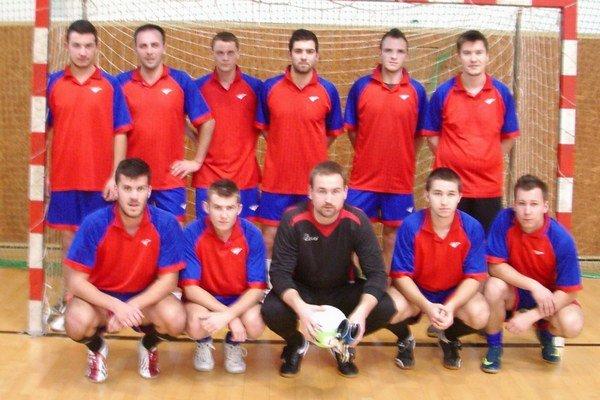 Víťazné mužstvo. Na turnaji sa najviac darilo Bežovciam.