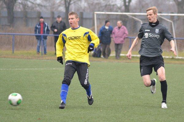 Kanonier je späť. M. Hamuľak (vpravo) opäť zarezáva s MFK Zemplín.