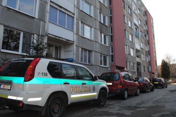 Bytovka, kde zomrel po útoku nožom Humenčan.