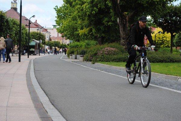 Cyklotrasy v Michalovciach. Zlepšujú prepojenie najfrekventovanejších častí mesta a centra s jednotlivými sídliskami.