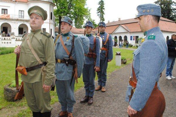 Návrat do roku 1914. V areáli Zemplínskeho múzea to počas Medzinárodného dňa múzeí vyzeralo ako na fronte za I. svetovej vojny v roku 1914.