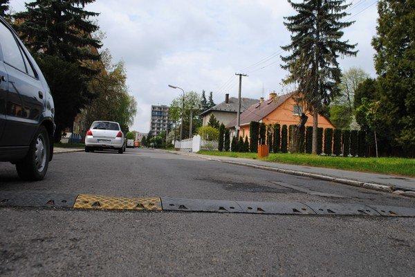 Strážske. Miestna samospráva plánuje rekonštrukciu ciest a chodníkov formou PPP projektu.