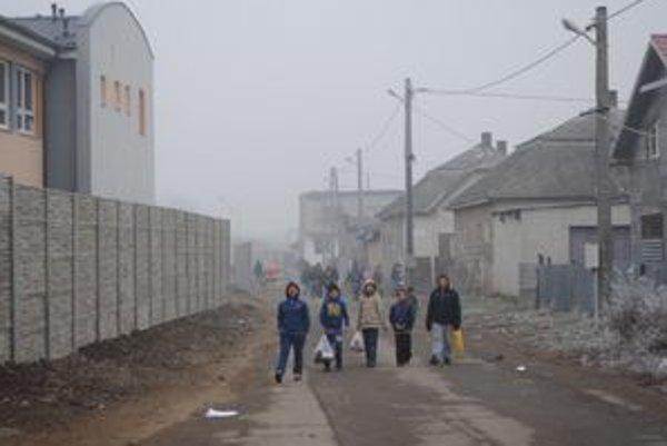 Osada v Trebišove. Problém fetovania a prostitúcie prekročil hranice miestnej osady.
