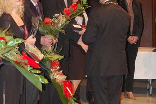 Čin roka 2011. Ocenení si prevzali cenu z rúk primátora.