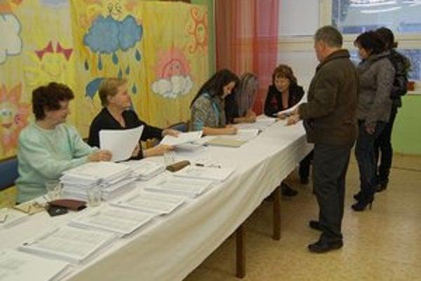 Parlamentné voľby 2012. K volebným urnám prišlo skoro 58 % voličov.