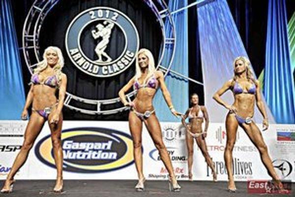Jana Majerníková (v strede) bola v semifinále nervózna. Napriek tomu sa krásna Zemplínčanka prebojovala do top desiatky.