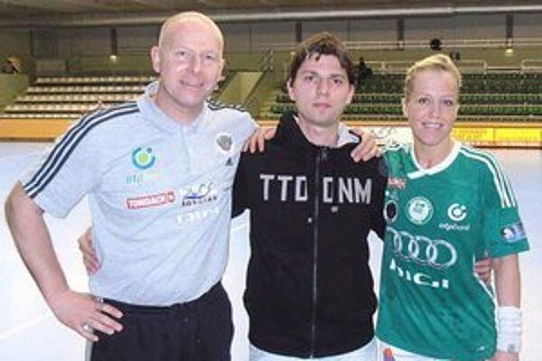 S trénerom ženského družstva a najlepšou hádzanárkou sveta. Zľava Karl Erik Böhn, Tomáš Hlavatý a Heidi Lokeová.