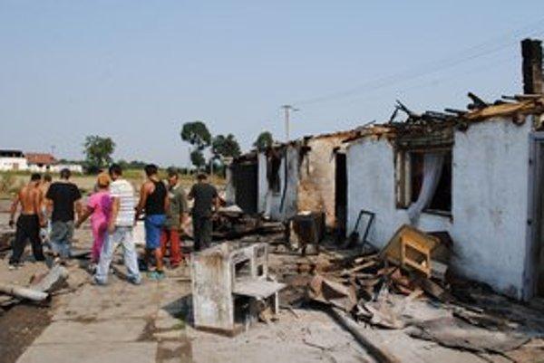 Rómovia. Pravdepodobne si dom podpálili sami.