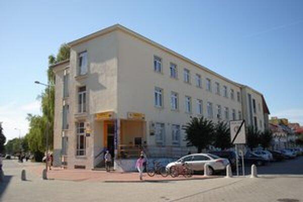 Budova pošty. Dokončili ju v roku 1940 a v minulosti v nej mal sídlo aj Wehrmacht.