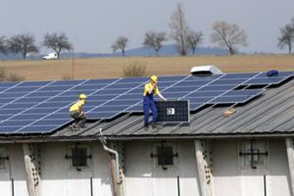 Za elektrinu zo slnka by sa malo od júna platiť menej. Navrhuje to Úrad pre reguláciu sieťových odvetví.